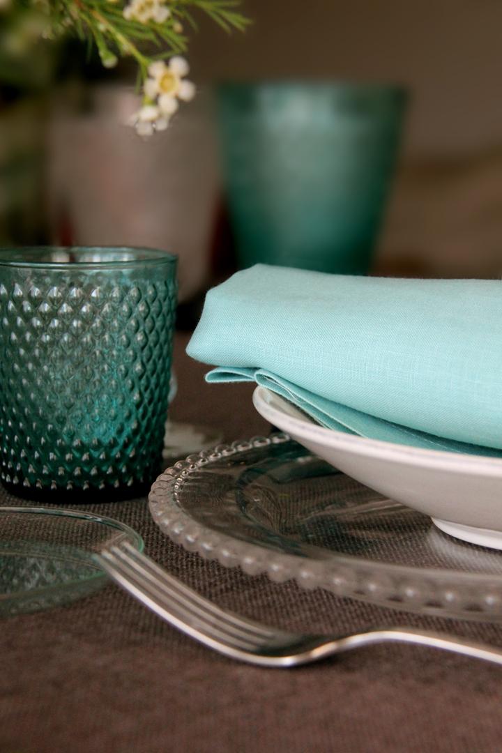 alquiler mantelería lisa topo con base en color neutro fácil de mezclar con multitud de lisos y estampados