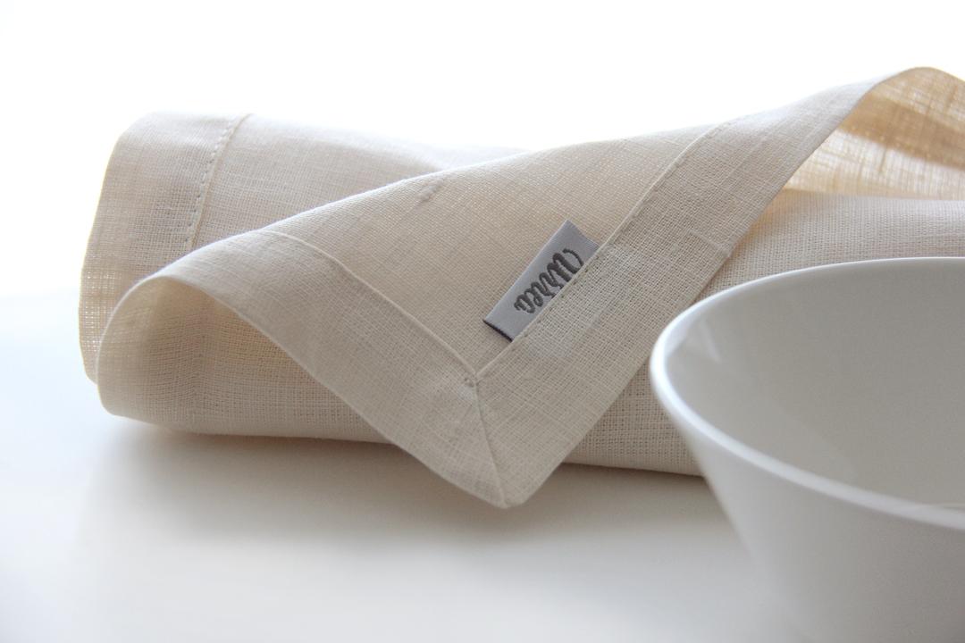 servilleta crema vainilla en lino 50x60 cm alquila algo exclusivo para tu mesa marca la diferencia