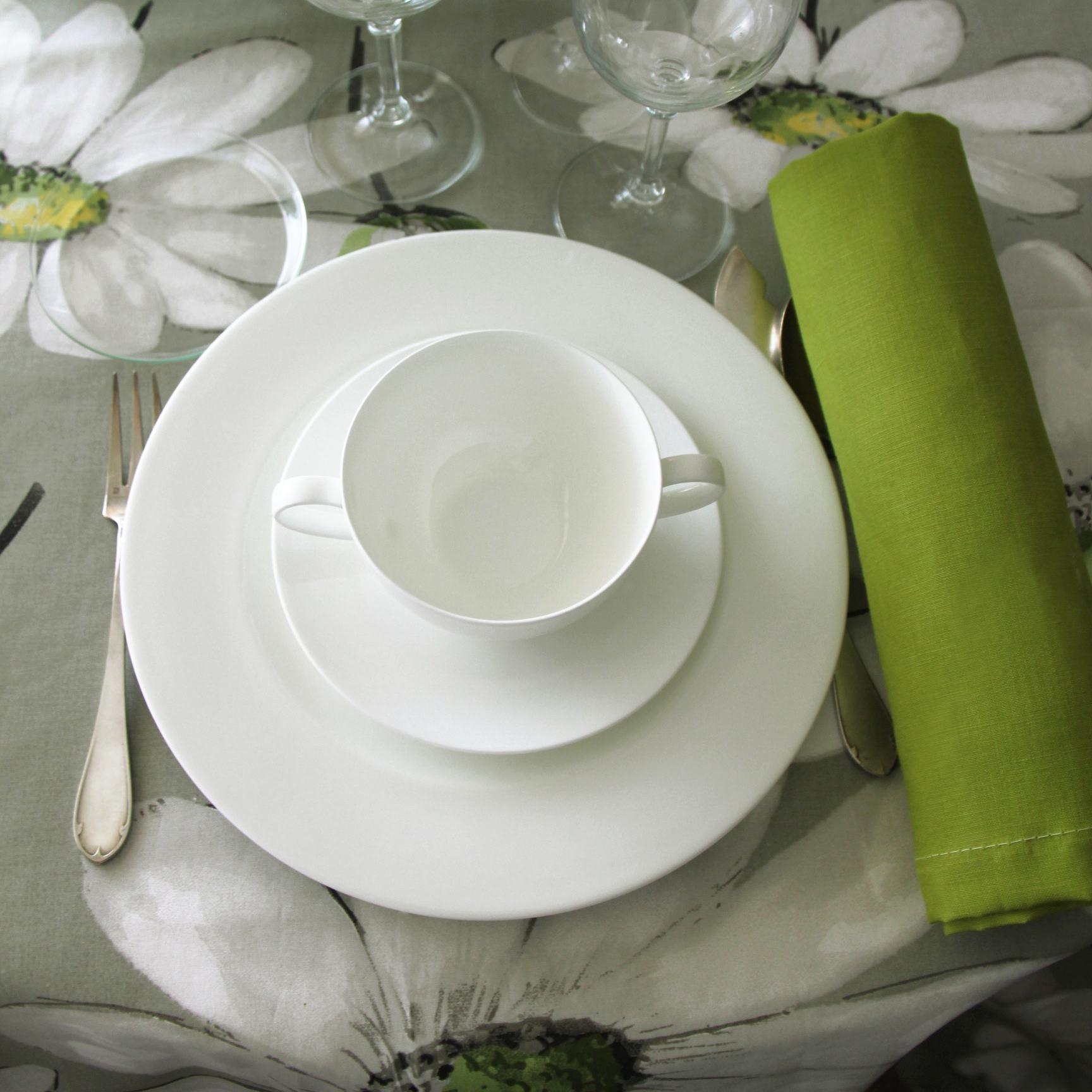 Greta naturel con cuatro combinaciones de servilletas 100% lino: servilleta blanca, servilleta piedra, servilleta gris y servilleta pistacho