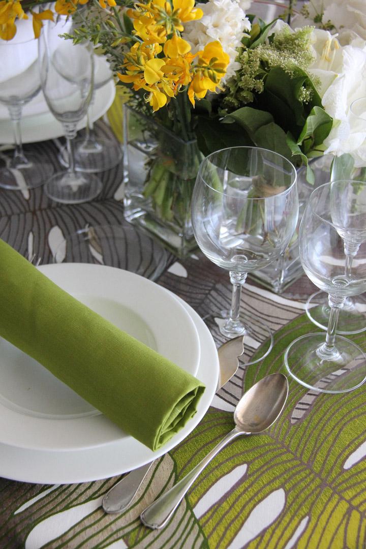 Adamo topo con tres combinaciones de servilletas 100% lino: servilleta piedra, servilleta pistacho y servilleta blanca