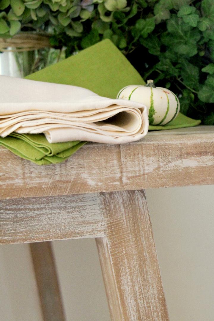 servilleta lino crema vainilla con mutitud de combinaciones con servilletas 100% lino: servilleta verde pistacho, servilleta piedra, servilleta rosa fucsia, servilleta turquesa, servilleta azul, servilleta gris perla y servilleta blanca